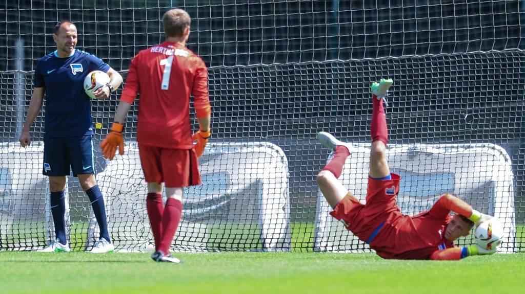 Hertha's goalkeeping coach Zsolt Petry (L) monitors both goalies Thomas Kraft and Nils Koerber during Hertha BSC's training kick-off in Berlin, Germany, 28 June 2015. Photo:ANNEGRETHILSE/dpa