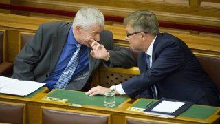 Budapest, 2016. június 13.Polt Péter legfőbb ügyész (b) és Matolcsy György, a Magyar Nemzeti Bank elnöke az Országgyűlés plenáris ülésén 2016. június 13-án.MTI Fotó: Koszticsák Szilárd