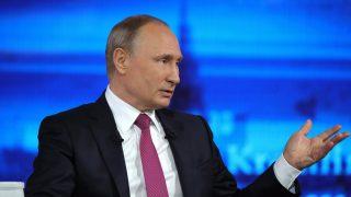 Moszkva, 2017. június 15. Vlagyimir Putyin orosz elnök a Közvetlen Vonal elnevezésû éves interaktív televíziós fórumon válaszol a lakosság kérdéseire a moszkvai Gosztiny Dvor stúdióban 2017. június 15-én. (MTI/EPA/(MTI/EPA/Kreml/Szputnyikpool/Mihail Klimentyev)