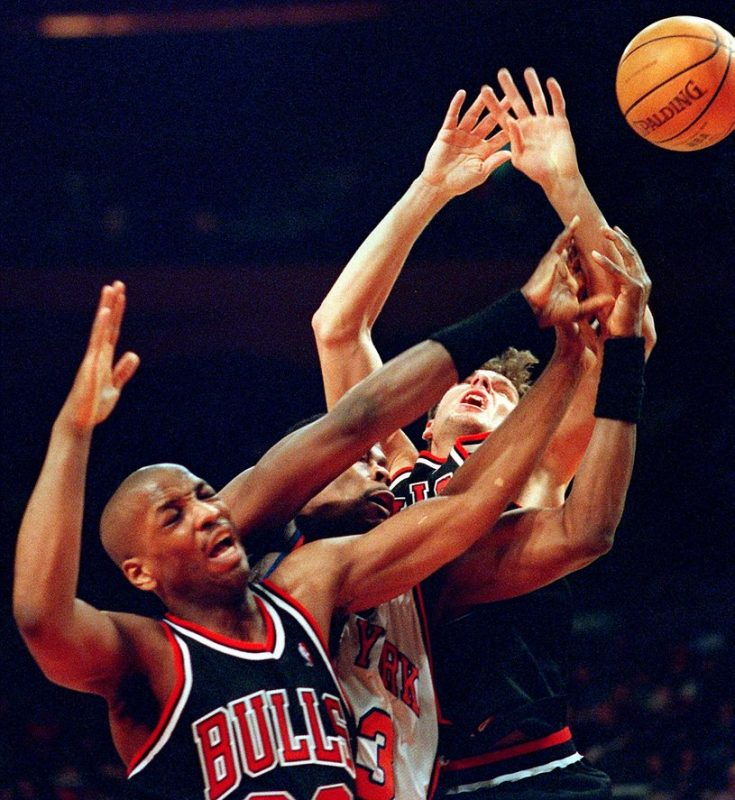 New York Knicks center Patrick Ewing (C) is fouled as he fights for a rebound with Chicago Bulls players Keith Booth (L) and Kornel David (R) in the first quarter 21 February at Madison Square Garden in New York. The Knicks won 79-63. AFP PHOTO/Matt CAMPBELL / AFP PHOTO / -