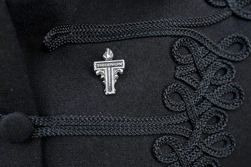 Szécsény, 2015. június 6.Trianon jelvény Cseresznyés István, a Jobbik megyei elnöke ruháján a párt trianoni megemlékezése előtt, a Nógrád megyei Szécsényben 2015. június 6-án.MTI Fotó: Komka Péter