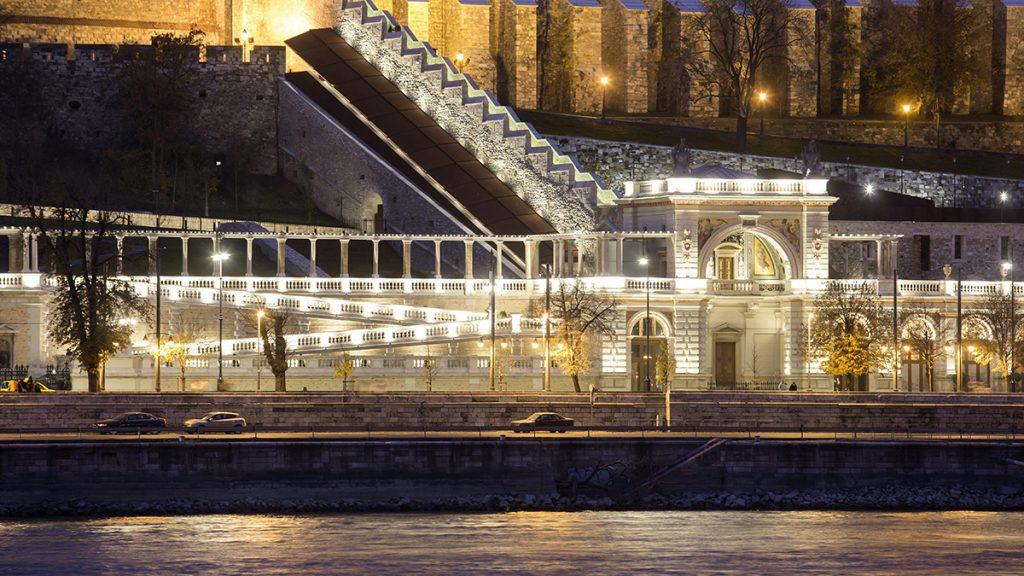 Budapest, 2014. november 15.A Várkert Bazár esti díszkivilágításban 2014. november 15-én.MTI Fotó: Mohai Balázs
