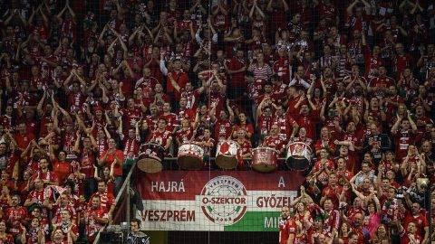Veszprém, 2016. október 15.Veszprémi szurkolók a férfi kézilabda Bajnokok Ligája A csoportjának negyedik fordulójában játszott Telekom Veszprém - THW Kiel mérkőzésen a Veszprém Arénában 2016. október 15-jén. A magyar csapat 21-19-re győzött.MTI Fotó: Bodnár Boglárka