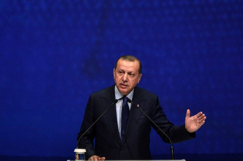 """Turkey's President Recep Tayyip Erdogan speaks at the 22nd World Petroleum Congress (WPC) on July 10, 2017 in Istanbul.  Turkish President Recep Tayyip Erdogan on July 10 warned global energy companies not to strike any deal with Cyprus for gas and oil exploration in the eastern Mediterranean, after talks missed a """"big opportunity"""" to unite the divided island.    / AFP PHOTO / OZAN KOSE"""