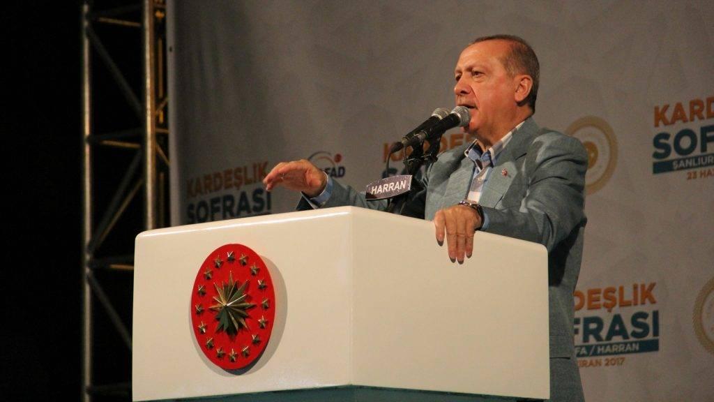 70716201. Ankara, 16 Jul. 2017 (Notimex- Olga Ojeda).- El presidente de Turquía, Recep Tayyip Erdogan, desafió a la Unión Europea al advertir con restaurar la pena de muerte si el Parlamento lo aprueba, incluso si ello supone el fin de las negociaciones de adhesión de su país al bloque europeo. NOTIMEX/FOTO/OLGA OJEDA/COR/POL