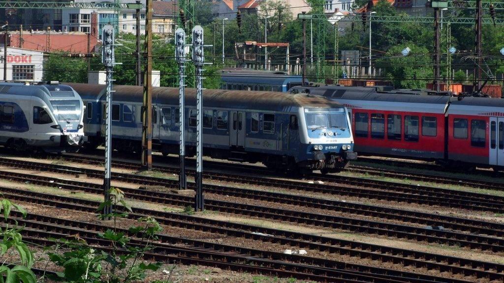 Budapest, 2016. május 22. A MÁV Start Zrt. személyszállító vonatai várják forgalomba indulásukat a Déli pályaudvarhoz tartozó rendezõ és mûszaki pályaudvaron, a fõváros I. kerületében, a Gyõri út és a Mészáros utca közötti pályaszakaszon.  MTVA/Bizományosi: Jászai Csaba  *************************** Kedves Felhasználó! Ez a fotó nem a Duna Médiaszolgáltató Zrt./MTI által készített és kiadott fényképfelvétel, így harmadik személy által támasztott bárminemû – különösen szerzõi jogi, szomszédos jogi és személyiségi jogi – igényért a fotó készítõje közvetlenül maga áll helyt, az MTVA felelõssége e körben kizárt.