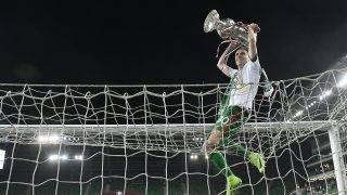 Budapest, 2017. május 31. A Ferencváros játékosai ünneplik gyõzelmüket a labdarúgó Magyar Kupa döntõjében játszott Vasas - Ferencváros mérkõzés végén a budapesti Groupama Arénában 2017. május 31-én. A Ferencváros 1-1-es rendes játékidõ, majd hosszabbítás után tizenegyesekkel 5-4-re gyõzött, a csapat sorozatban harmadszor, összességében 23. alkalommal nyerte meg a labdarúgó Magyar Kupát. Felül Vladan Cukic. MTI Fotó: Illyés Tibor