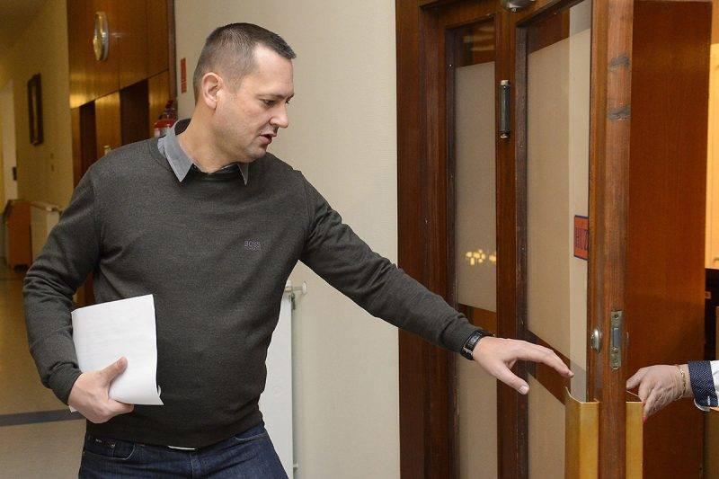 Budapest, 2017. február 15.Molnár Zsolt országgyűlési képviselő érkezik az MSZP évadnyitó frakcióülésére, az Országgyűlés Irodaházában 2017. február 15-én.MTI Fotó: Soós Lajos