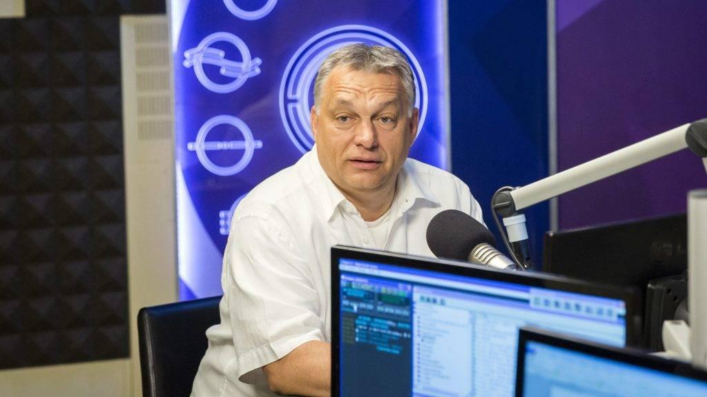 Budapest, 2017. július 21. Orbán Viktor miniszterelnök a Kossuth Rádió stúdiójában, ahol interjút adott a 180 perc címû mûsorban 2017. július 21-én. MTI Fotó: Mohai Balázs