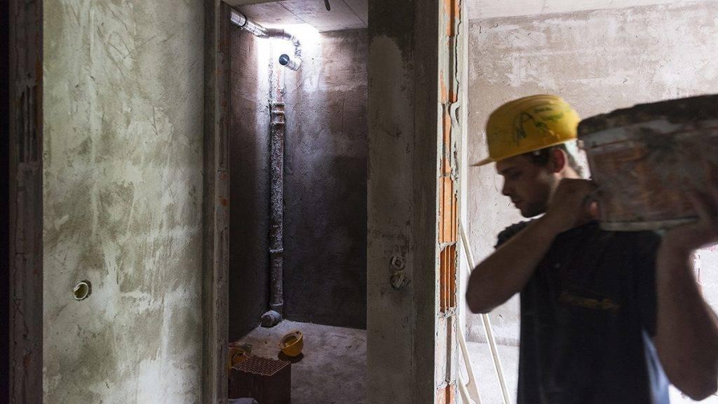 Nyíregyháza, 2017. június 14.Épülő társasház a nyíregyházi Dózsa György utcában 2017. június 14-én. A városban dinamikusan növekszik az új lakások száma, 2015-ben 91 lakás, 2016-ban több mint négyszer annyi, 371 épült. Az idei év első öt hónapjában 325 lakásra adtak ki építési engedélyt, így várhatóan az év végére 600 új lakás építése kezdődik meg.MTI Fotó: Balázs Attila