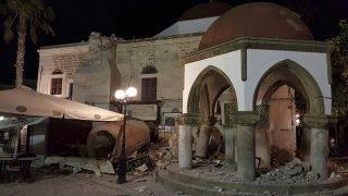 Kosz szigete, 2017. július 21.Megrongálódott épület a görögországi Kosz szigetén 2017. július 21-én, miután a Richter-skála szerinti 6,7-es erősségű földrengés rázta meg Törökország égei-tengeri partvidékét és a közeli görög szigeteket. (MTI/AP/Kalymnos-news.gr)
