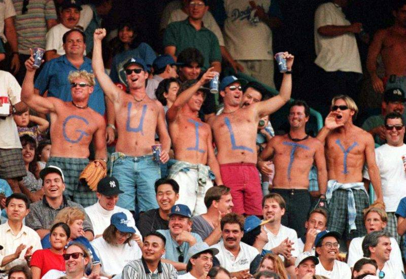 3 OCT 1995:  LOS ANGELES DODGER FANS SHOW THEIR DISPLEASURE WITH THE O.J. SIMPSON VERDICT DURING THE DODGERS NATIONAL LEAGUE PLAYOFF GAME AGAINST THE CINCINNATI REDS AT DODGERS STADIUM IN LOS ANGELES, CALIFORNIA.  Mandatory Credit: Jed Jacobsohn/ALLSPORT