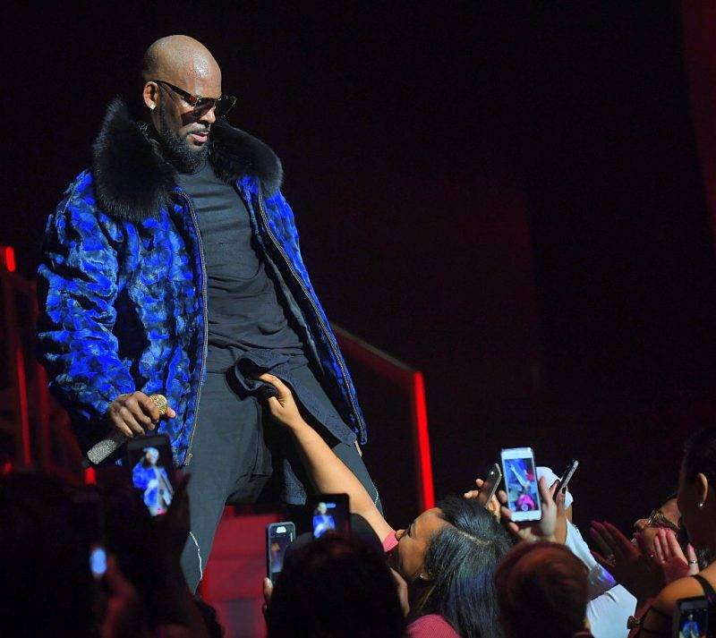 ATLANTA, GA - DECEMBER 27:  R. Kelly Performs during the Holiday Jam at Fox Theater on December 27, 2016 in Atlanta, Georgia.  (Photo by Prince Williams/WireImage)