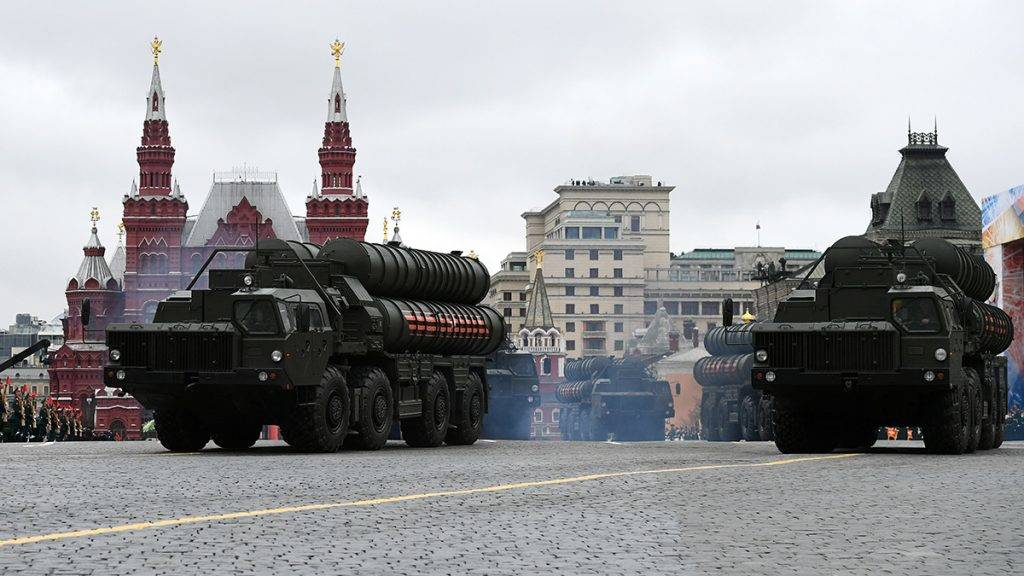 3094606 05/09/2017 An S-400 Triumph / SA-21 Growler medium-range and long-range surface-to-air missile system at the military parade marking the 72nd anniversary of Victory in the 1941-45 Great Patriotic War on Red Square, Moscow. Alexander Vilf/Sputnik