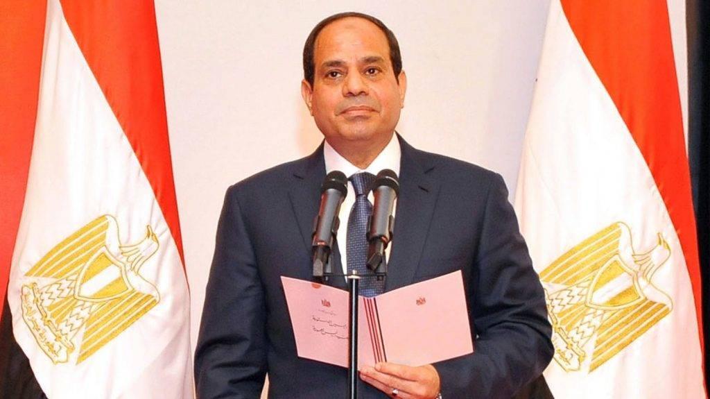 Kairó, 2014. június 8. Az egyiptomi elnökség sajtóirodája által közreadott képen Abdel-Fattáh esz-Szíszi újonnan megválasztott egyiptomi elnök leteszi esküjét a kairói alkotmánybíróság nagytermében 2014. június 8-án. (MTI/EPA/Egyiptomi elnökség sajtóirodája)