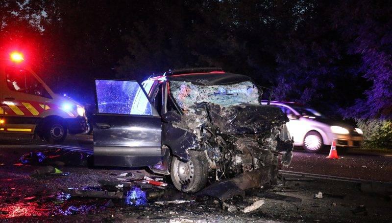 Szolnok, 2017. július 19. Összeroncsolódott személygépkocsi a 4-es fõúton, Szolnok közelében 2017. július 19-én este. Az autó frontálisan összeütközött egy mikrobusszal, a balesetben ketten meghaltak. MTI Fotó: Mészáros János