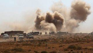 Iraqi forces backed by the Hashed Al-Shaabi (Popular Mobilization units) advance towards the town of Tal Afar, west of Mosul, after the Iraqi government announced the beginning of the operation to retake it from the control of the Islamic State (IS) group on August 22, 2017.  Iraqi forces recaptured from the Islamic State group the first two districts of jihadist bastion Tal Afar, as the Pentagon chief visited Baghdad in a show of support. / AFP PHOTO / AHMAD AL-RUBAYE