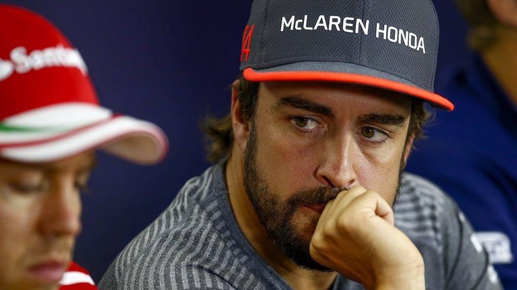 Motorsports: FIA Formula One World Championship 2017, Grand Prix of Hungary,  #5 Sebastian Vettel (GER, Scuderia Ferrari), #14 Fernando Alonso (ESP, McLaren Honda),