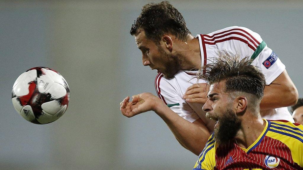 Andorra la Vella, 2017. június 9.Eppel Márton (b) és az andorrai Moises San Nicolas a labdarúgó világbajnoki selejtező B csoportjában játszott Andorra-Magyarország mérkőzésen Andorra la Vellában 2017. június 9-én. (MTI/EPA/Guillaume Horcajuelo)