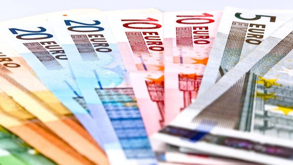 Budapest, 2014. június 1. Bankjegyek a gazdasági, pénzügyi események, hírek illusztrálására. MTVA/Bizományosi: Faludi Imre  *************************** Kedves Felhasználó! Az Ön által most kiválasztott fénykép nem képezi az MTI fotókiadásának, valamint az MTVA fotóarchívumának szerves részét. A kép tartalmáért és a szövegért a fotó készítõje vállalja a felelõsséget.
