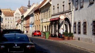 Budapest, 2013. október 29.Patinás, régi épületek sora a főváros I. kerületében, a Fortuna utcában, a Budai Várban. Középen a Pest-Buda étterem, jobbra pedig a Vár legrégebbi épülete, a hajdani Vörös Sün vendégfogadó.MTVA/Bizományosi: Jászai Csaba ***************************Kedves Felhasználó!Az Ön által most kiválasztott fénykép nem képezi az MTI fotókiadásának, valamint az MTVA fotóarchívumának szerves részét. A kép tartalmáért és a szövegért a fotó készítője vállalja a felelősséget.