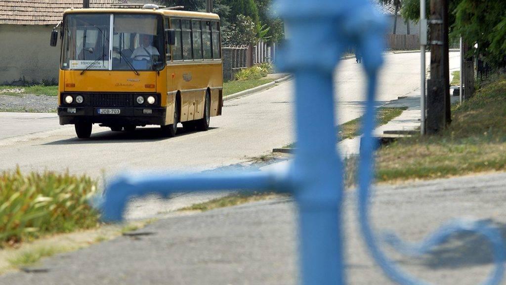 Bodroghalom, 2015. augusztus 13.A Borsod Volán Ikarus 266-os autóbusza Bodroghalomban halad Sárospatak felé 2015. augusztus 13-án.MTI Fotó: Máthé Zoltán