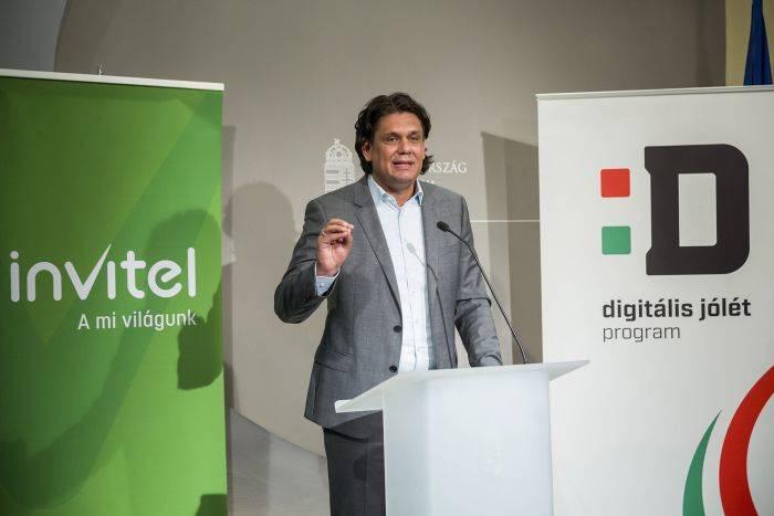 Budapest, 2017. augusztus 22.Deutsch Tamás, a Digitális Jólét Programért felelős miniszterelnöki biztos beszél az Invitel és a Digitális Jólét Program sajtótájékoztatóján az Igazságügyi Minisztériumban 2017. augusztus 22-én. Az Invitel  telekommunikációs szolgáltató kínálatában is megjelenik a kedvező árú Digitális Jólét Alapcsomag; a védjegy használatáról ezen a napon írtak alá  megállapodást.MTI Fotó: Mohai Balázs
