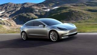 Palo Alto, 2017. július 4. A Tesla Motors által közreadott 2016. március 31-i kép a Tesla új, az eddigieknél lényegesen olcsóbb elektromos autójáról, a Model 3-ról. Elon Musk az amerikai cég vezérigazgatója 2017. július 3-án bejelentette, hogy megkezdõdik a Model 3 a sorozatgyártása. (MTI/EPA/Tesla Motors)