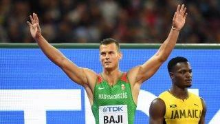London, 2017. augusztus 7. Baji Balázs (b) és a jamaicai Omar McLeod a férfiak 110 méteres gátfutásának döntõje elõtt a 16. szabadtéri atlétikai világbajnokságon a London Stadionban 2017. augusztus 7-én. Omar McLeod aranyérmet, Baji bronzérmet nyert. (MTI/EPA/Franck Robichon)