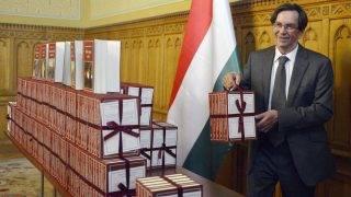 Budapest, 2014. szeptember 16.Kerényi Imre miniszterelnöki megbízott a Nemzeti Könyvtár hatodik sorozatában megjelent köteteket bemutató sajtótájékoztatón a Parlamentben 2014. szeptember 16-án.MTI Fotó: Illyés Tibor
