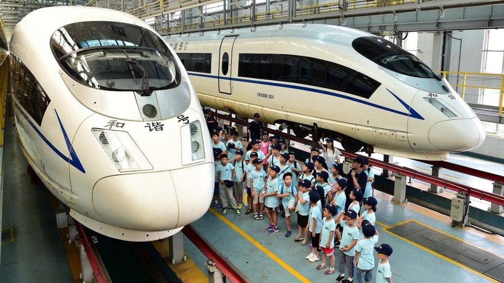 (170815) -- HEFEI, Aug. 15, 2017 (Xinhua) -- Children visit a bullet train inspection point in Hefei, capital of east China's Anhui Province, Aug. 15, 2017. Children of Changqing street community in Hefei took part in a summer campaign to learn more about bullet trains on Tuesday. (Xinhua/Liu Junxi) (wyo)