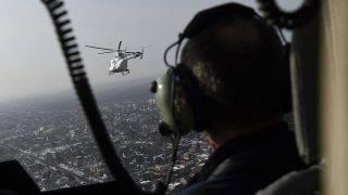 Budapest, 2017. január 26.Egy MD902 Explorer típusú helikopter a rendőrség új helikopterflottájának átadásán Budapest felett 2017. január 26-án. A rendőrség az öt MD902-es gépet kapott, ezek váltják le a Mi-2-es típusúakat. A korábban beszerzett MD500-asokkal együtt kilenc amerikai helikopter teljesít februártól szolgálatot a rendőrség flottájában.MTI Fotó: Kovács Tamás