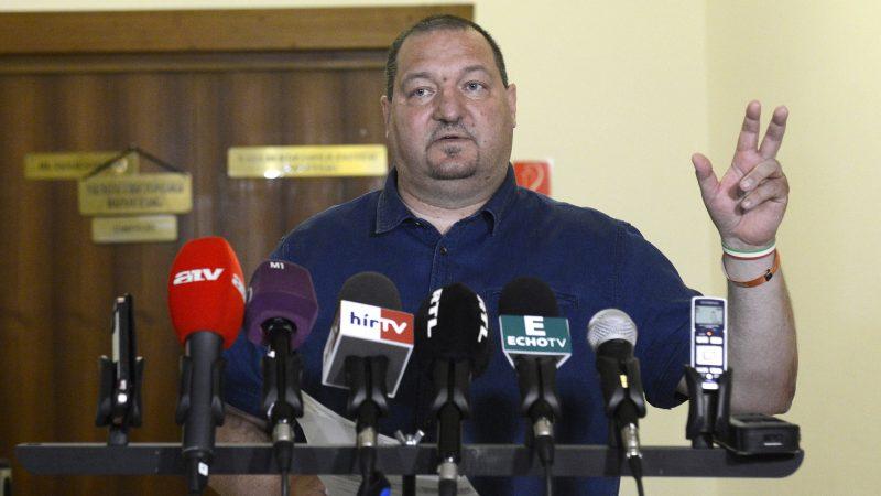 Budapest, 2017. augusztus 3. Németh Szilárd, a testület fideszes alelnöke nyilatkozik a sajtónak az Országgyûlés nemzetbiztonsági bizottságának zárt ülése után az Országgyûlés Irodaházában 2017. augusztus 3-án. MTI Fotó: Soós Lajos