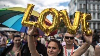 Prága, 2017. augusztus 12. Egy résztvevõ a 7. alkalommal rendezett Prague Pride melegfelvonuláson a cseh fõvárosban 2017. augusztus 12-én. Idén mintegy 15 ezren vettek részt a szexuális kisebbségek hetét lezáró prágai parádén. (MTI/EPA/Martin Divisek)