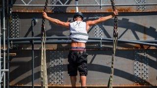 Budapest, 2017. augusztus 8.Egy szakember dolgozik a 17. vizes világbajnokság óriás-toronyugró építményének bontási munkálatain a fővárosi Batthyány téren 2017. augusztus 8-án.MTI Fotó: Balogh Zoltán