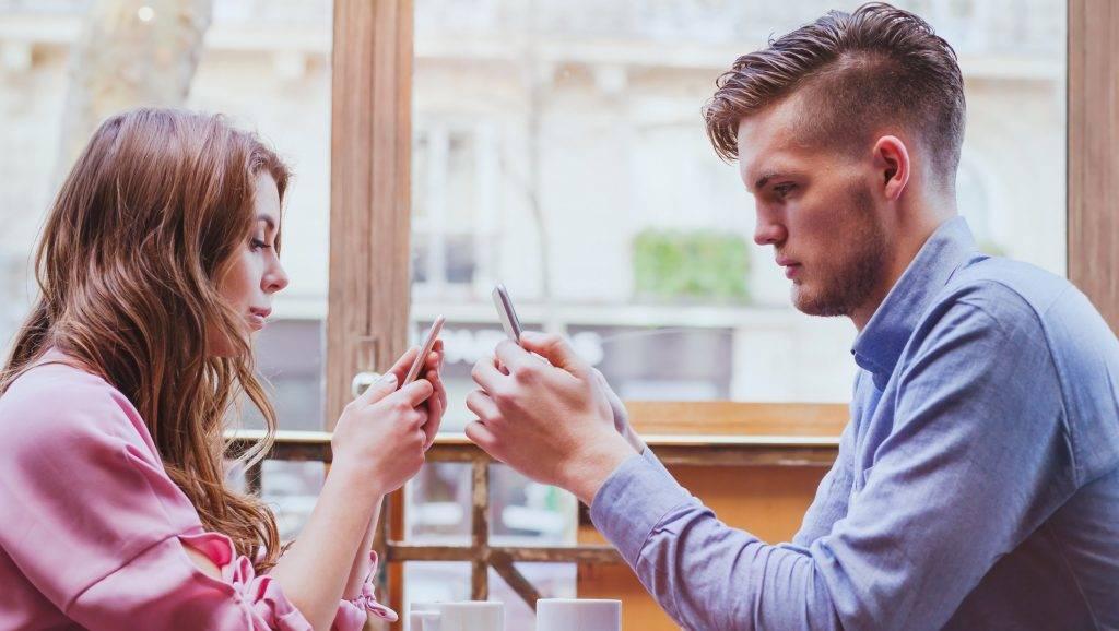 randevú valakivel, akinek tanulási nehézségei vannak