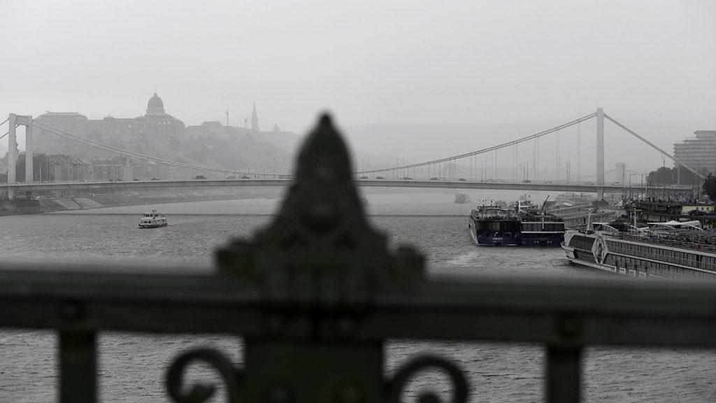 Budapest, 2017. augusztus 6.Zivatar Budapesten 2017. augusztus 6-án.MTI Fotó: Koszticsák Szilárd