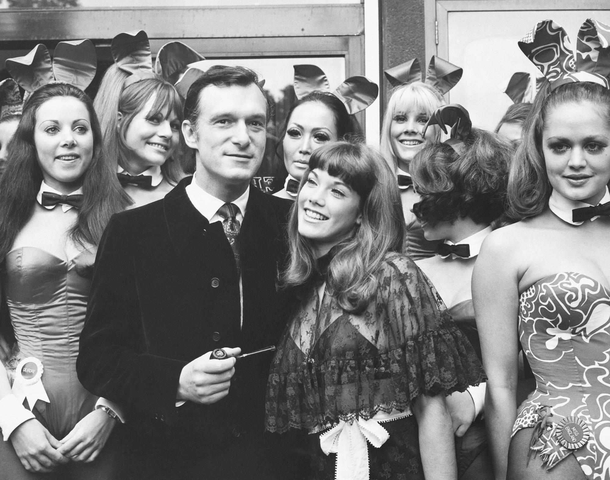 Hugh Hefner and his girlfriend Barbi Benton visit his Playboy Club in London. (Photo by © Hulton-Deutsch Collection/CORBIS/Corbis via Getty Images)