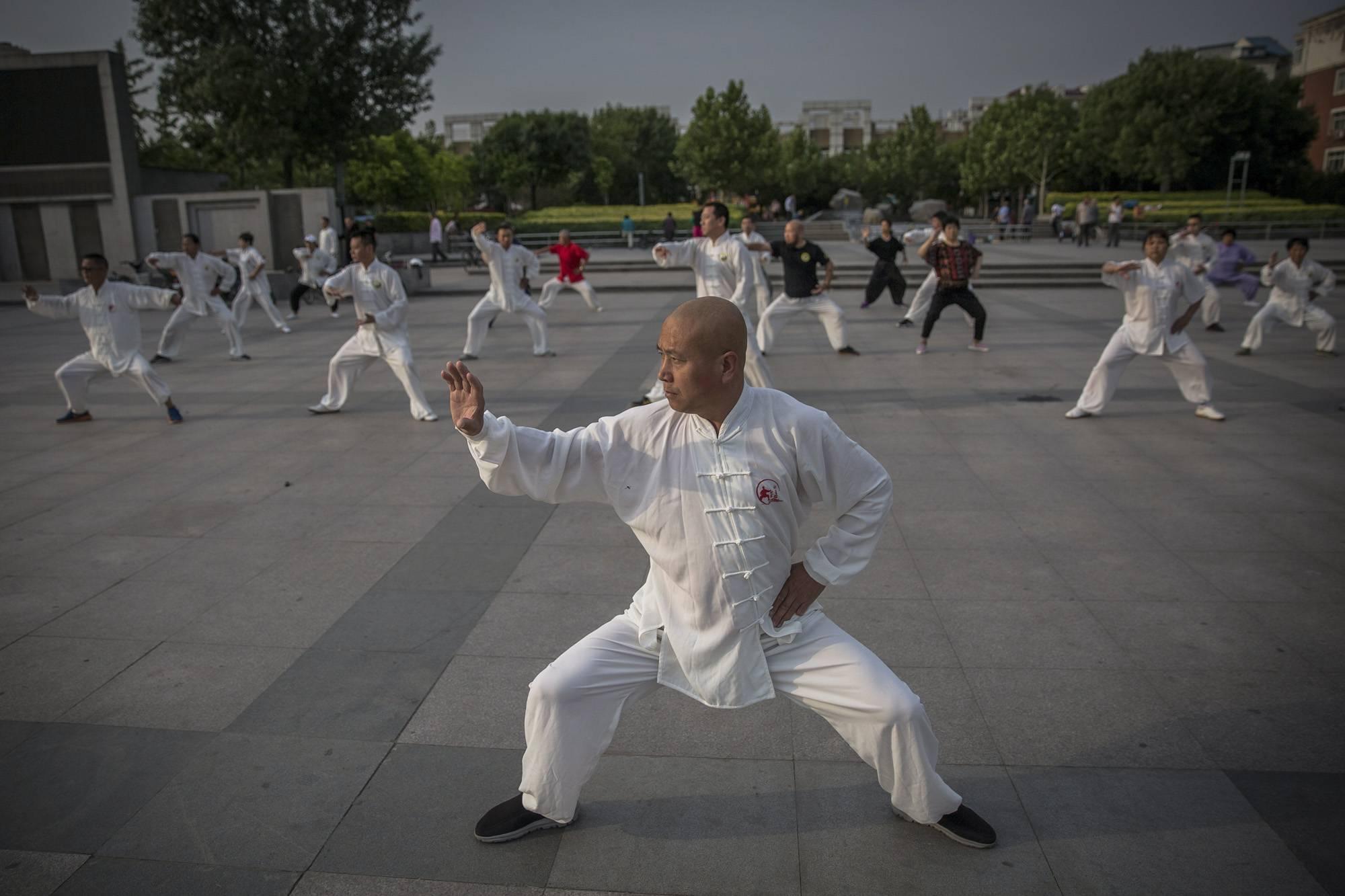 Kuan megye, 2017. szeptember 8.Formagyakorlatot végeznek egy kungfuiskola diákjai a Hopej tartománybeli Kuan megyében, Pekingtől északra 2017. június 10-én. (MTI/EPA/Roman Pilipej)