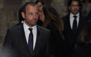 Former president of FC Barcelona Sandro Rosell walks during a religious ceremony at Barcelona Cathedral on April 28, 2014. Former Barcelona coach Tito Vilanova died on April 25 at the age of 45 after a prolonged battle against cancer of the salivary gland before being forced to step down as Barcelona boss last July due to ongoing health problems.  AFP PHOTO / JOSEP LAGO / AFP PHOTO / JOSEP LAGO