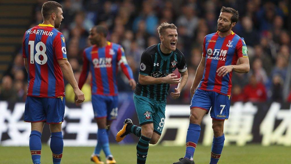 Southampton's Northern Irish midfielder Steven Davis (C) celebrates scoring his team's first goal during the English Premier League football match between Crystal Palace and Southampton at Selhurst Park in south London on September 16, 2017 / AFP PHOTO / Adrian DENNIS / RESTRICTED TO EDITORIAL USE. No use with unauthorized audio, video, data, fixture lists, club/league logos or 'live' services. Online in-match use limited to 75 images, no video emulation. No use in betting, games or single club/league/player publications.  /