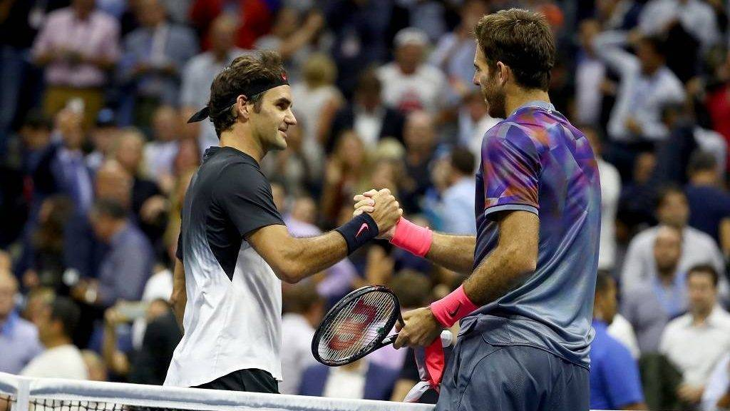 NEW YORK, NY - SEPTEMBER 06: Juan Martin del Potro (R) of Argentina shakes hands with Roger Federer (L) of Switzerland after their Men's Singles Quarterfinal match on Day Ten of the 2017 US Open at the USTA Billie Jean King National Tennis Center on September 6, 2017 in the Flushing neighborhood of the Queens borough of New York City.   Al Bello/Getty Images/AFP
