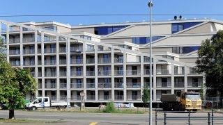 Debrecen, 2017. augusztus 10. A Békessy utcai homlokzat részlete. Õszre felépül Debrecenben a 224 lakásos Dóczy Lakópark. A zöldtetõs kivitelben épülõ három tömbben a leendõ tulajdonosok négy méretben, 6 változat szerint 38-120 négyzetméteres alapterületû lakásokat választhatnak. Minden lakáshoz tárolóhely és a teremgarázsban autóparkoló tartozik. MTVA/Bizományosi: Oláh Tibor  *************************** Kedves Felhasználó! Ez a fotó nem a Duna Médiaszolgáltató Zrt./MTI által készített és kiadott fényképfelvétel, így harmadik személy által támasztott bárminemû – különösen szerzõi jogi, szomszédos jogi és személyiségi jogi – igényért a fotó készítõje közvetlenül maga áll helyt, az MTVA felelõssége e körben kizárt.