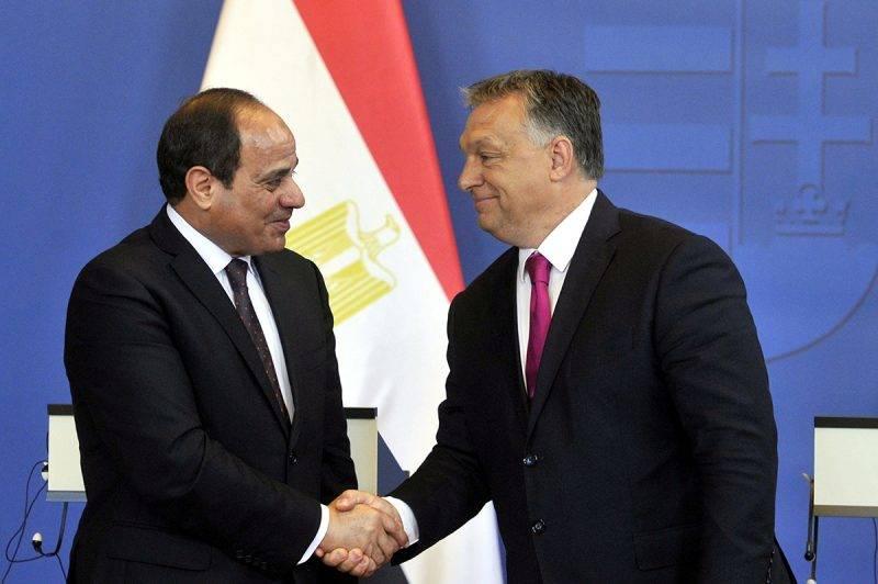 Budapest, 2017. július 3.Abdel-Fattáh esz-Szíszi egyiptomi elnök (b) és Orbán Viktor miniszterelnök a találkozójukat követően tartott sajtótájékoztatón az Országházban 2017. július 3-án.MTI Fotó: Kovács Attila