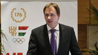 Budapest, 2017. május 2.Kulcsár Krisztián, a Magyar Olimpiai Bizottság (MOB) új elnöke, a Nemzetközi Vívószövetség sportigazgatója beszél a MOB éves és tisztújító közgyűlésén a budapesti Danubius Hotel Helia szállodában 2017. május 2-án. Kulcsár Krisztián a szavazás második körében 108, míg Borkai Zsolt - aki 2010-től irányította a szervezetet - 51 voksot gyűjtött be.MTI Fotó: Illyés Tibor