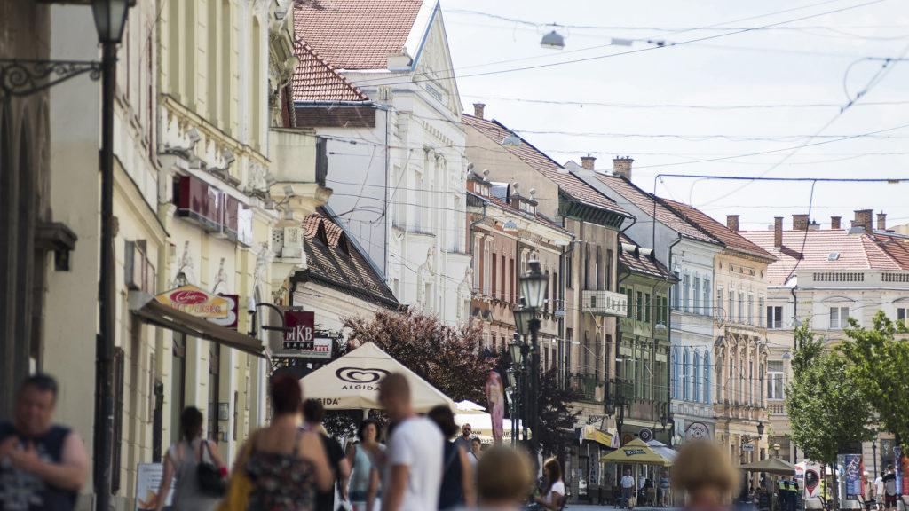 Miskolc, 2017. július 19.Gyalogosok a miskolci Széchenyi István utcában 2017. július 19-én.MTI Fotó: Balázs Attila