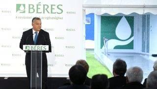 Szolnok, 2017. szeptember 21. Orbán Viktor miniszterelnök beszédet mond a Béres Gyógyszergyár szolnoki üzeme kapacitásbõvítõ beruházásának avatásán 2017. szeptember 21-én. MTI Fotó: Koszticsák Szilárd