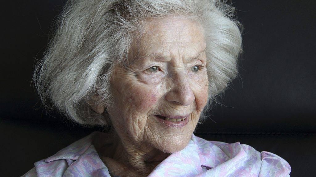 Bergen, 2016. március 16.Ata Kandó 103 éves magyar fotóművésznő a hollandiai Bergenben lévő idősek otthonában 2016. március 16-án. A Budapesten született, Párizsban, Amszterdamban és Kalifornia államban élt Ata Kandó, a legidősebb magyar fotóművész, művészi munkásságáért magyar, holland és izraeli elismerésekben részesült.MTI Fotó: Mészáros Márton