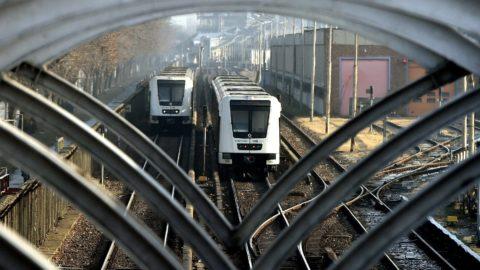 Budapest, 2017. január 11. Alstom metrószerelvények a 2-es metróvonal Pillangó utcai megállójánál 2017. január 11-én. MTI Fotó: Máthé Zoltán