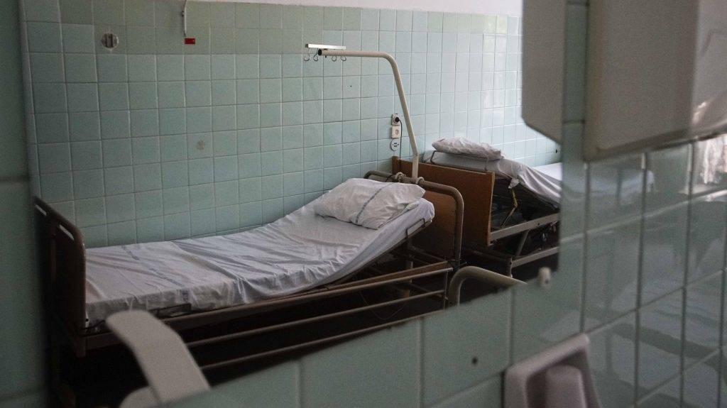 Budapest, 2015. augusztus 6. Kórterem a budapesti Szent János Kórház traumatológiai osztályán 2015. augusztus 6-án. Civilek aláírásgyûjtésbe kezdtek, hogy az intézmény területén vagy annak közvetlen közelében épüljön fel a kormány által tervezett új fõvárosi központi kórház. MTI Fotó: Balogh Zoltán
